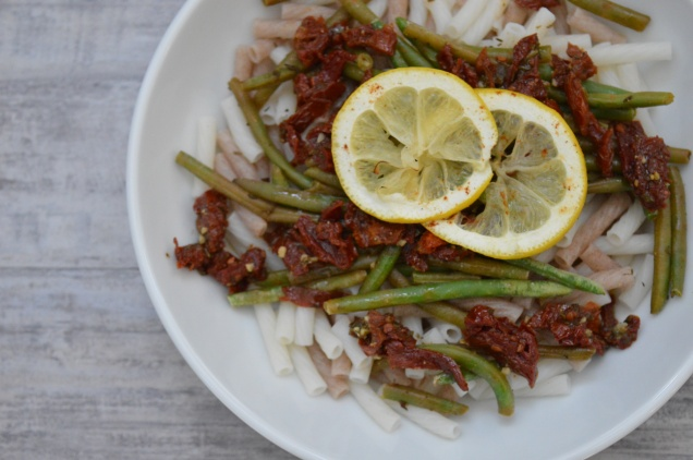Quinoa pasta recipe with sundried tomatoes and green beans